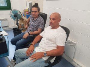 Raied et David, admin sys et responsable IT, ils ont pris une pause sérieuse pour la photo ;)
